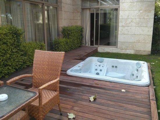 Gloria Serenity Resort : Private jakuzzi