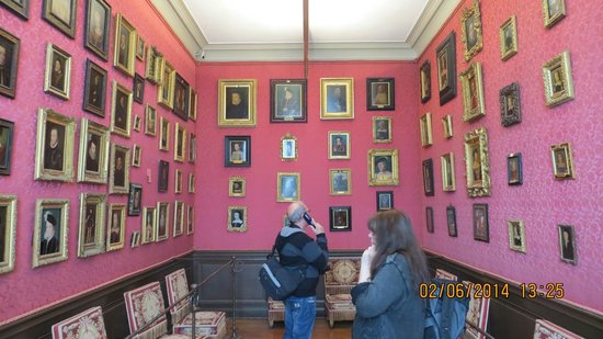 Château de Chantilly : A lot of paintings also in smaller rooms