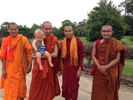 Indochina Pioneer: Making friends in siem reap