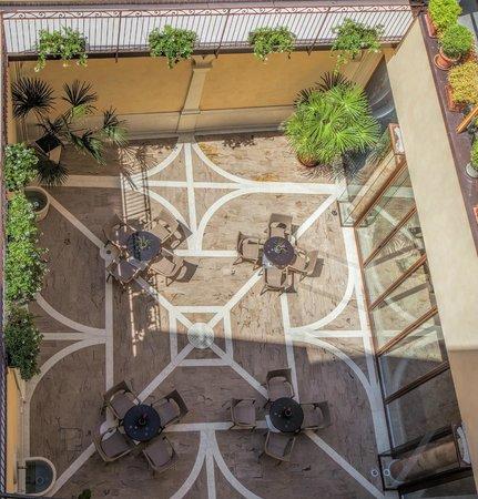 Hotel Colomba d'Oro: Il cortile - The Courtyard