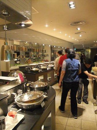 ANA Crowne Plaza Hiroshima: 洋食ブッフェ
