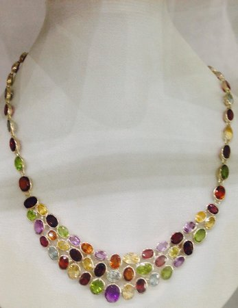 Lihiniya Gems : Semi-precious necklace