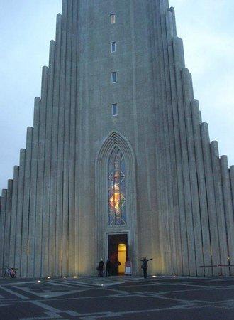 Église d'Hallgrimur (Hallgrimskirkja) : It's a pretty big church!