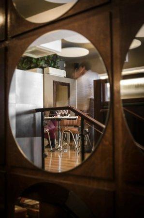 Odessa Club & Restaurant : Mirror stairs restaurant