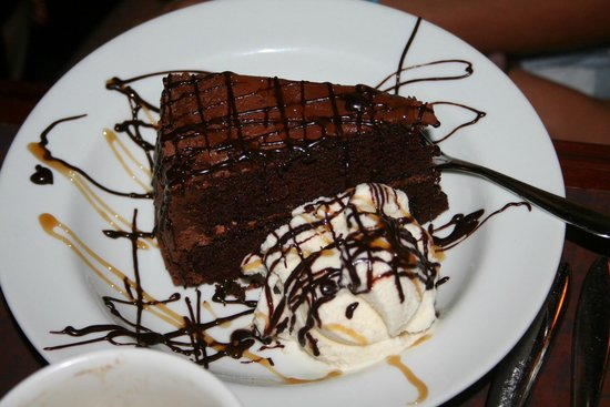 Mike's Cafe & Grille: Chocolate cake