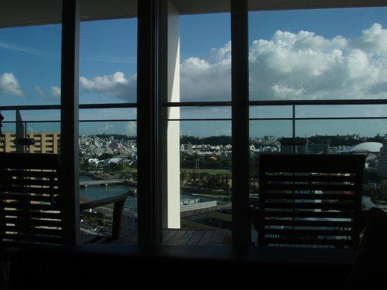 Naha Tokyu REI Hotel: 部屋からの眺め(2)