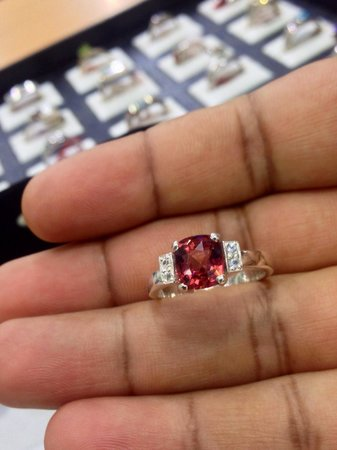 Lihiniya Gems : Garnet 925 ring rhodium plated