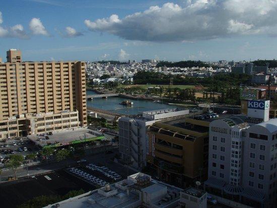 Naha Tokyu REI Hotel: 部屋からの眺め(1)
