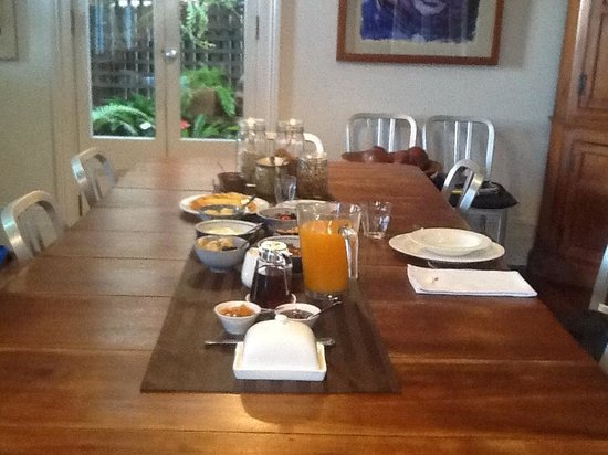 TARA Guest House: breakfast table