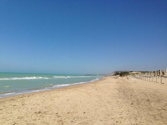 Eden Village Premium Sikania Resort & SPA : endless beach