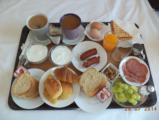 Avra Hotel : Breakfast for two at the Avra.