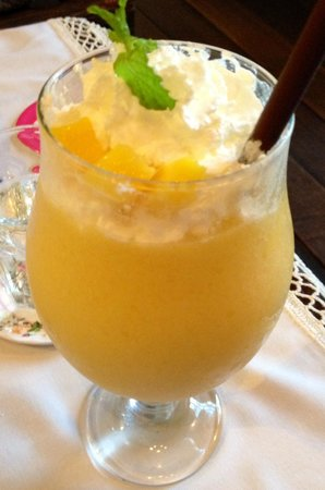 Chivit Thamma Da Coffee House, Bistro & Bar : Mango smoothie