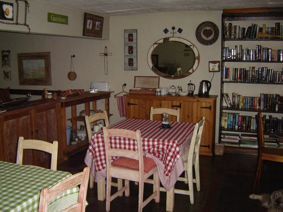 Babbling Brook Bed and Breakfast: Dining Area + Library