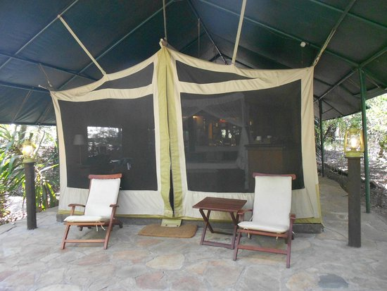 Mara Intrepids Luxury Tented Camp: No key required...just zippers for entry!