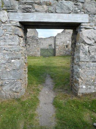 Ruthven Barracks: Through a doorway