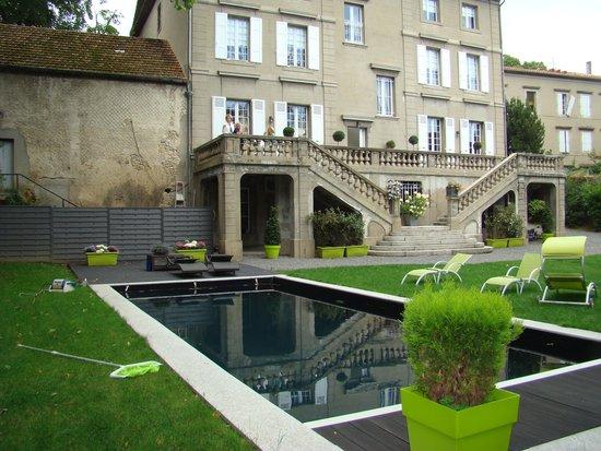 Les Jardins de Mazamet : tuin met terras en zwembad