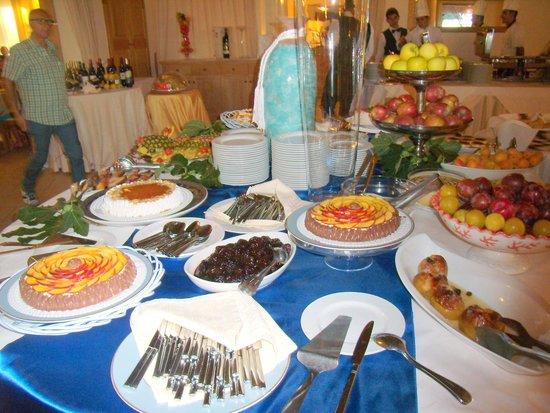 Hotel Club Baia del Porto : il buffè dei dolci