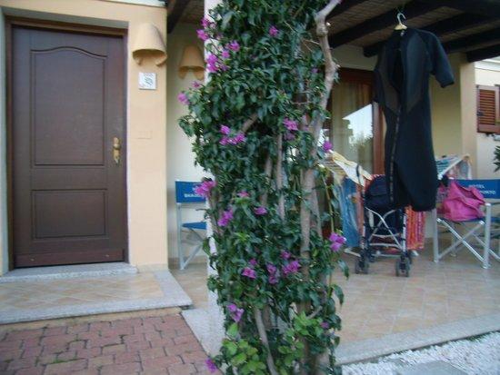 Hotel Club Baia del Porto : l'entrata della nostra camera con la veranda