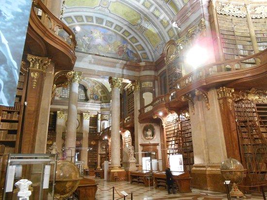 Prunksaal der Österreichischen Nationalbibliothek: Parte do acervo