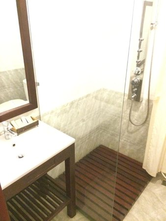 Nhi Trung Hotel : salle de bain