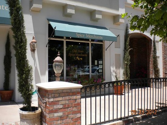 Old Town Temecula: sidewalks and clean streets