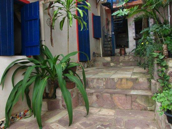 Hostel - Albergue de Lencois Backpackers: The patio