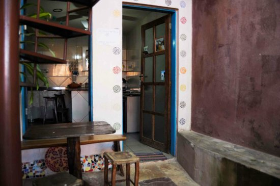 Hostel - Albergue de Lencois Backpackers: In front of the kitchen