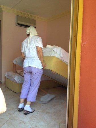 Dorian Hotel: odanın temizliğinin bitmesini beklerken