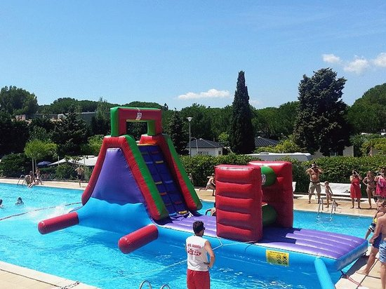Kim's Camping Caravaning & Bungalow Park: KIM'S Inflatables at the pool