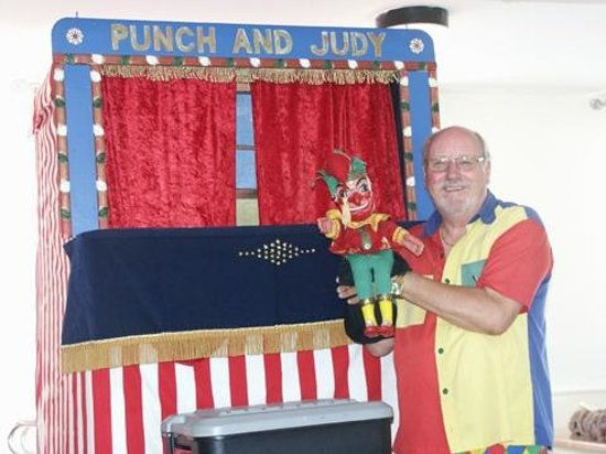 Treloy Touring Park: Punch and Judy show