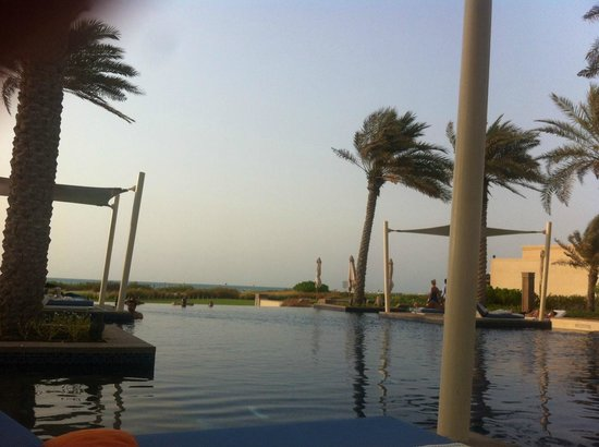 Park Hyatt Abu Dhabi Hotel & Villas: View of the pool facing the sea
