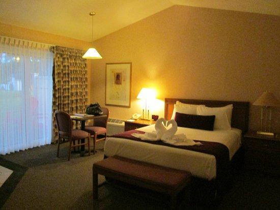 Skaneateles Suites: Interior of Bungalow 4