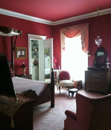 The Samuel Culbertson Mansion Bed and Breakfast Inn: Period bedroom