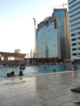 Ezdan Hotel: Swimming pool area