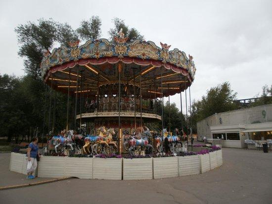 Gorkiy Central Park of Culture and Recreation : Карусель для маленьких