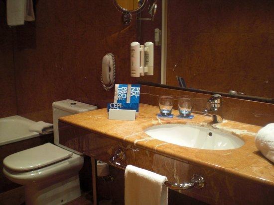 Tryp Valencia Oceanic Hotel : Voldoende badgerei