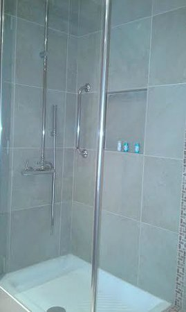 Odysseus Hotel: bathroom