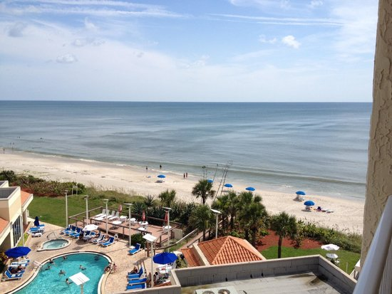 Hilton Melbourne Beach Oceanfront: South tower 6th floor poolside/beach view.  Much better!