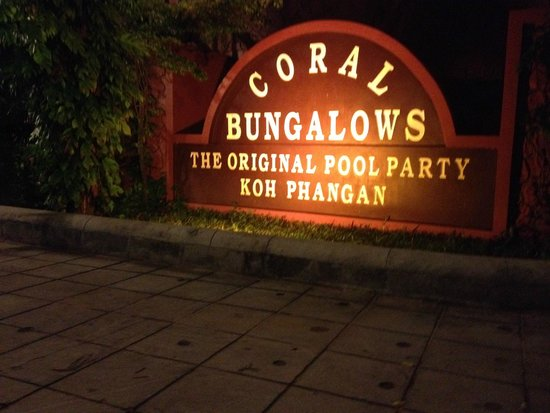 Coral Bungalows: entrance sign