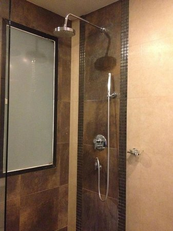 Mantra Samui Resort : Rain Shower