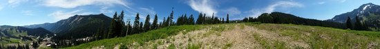 Stevens Pass Ski Area: panoramic view from the mountain