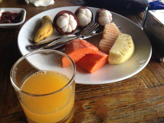 Mantra Samui Resort: Fruits - Breakfast