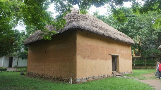 Vietnam Museum of Ethnology: house
