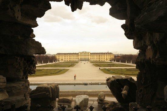 Schloss Schönbrunn: Vista do Palácio - Fonte de Netuno