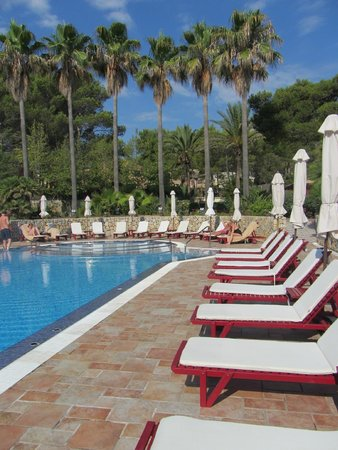 Hotel Cala Sant Vicenç: Quiet and chilled out pool area during the day
