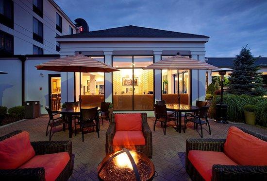 Hilton Garden Inn Poughkeepsie/Fishkill: Exterior Evening