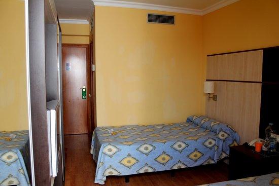 Hotel Comarruga Platja : номер с видом на сад (патио)