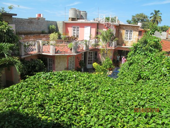 Casa OsmaryAlberto: Into the central courtyard