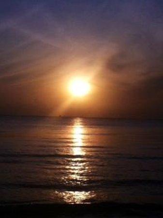 Ras Nungwi Beach Hotel : Sunrise
