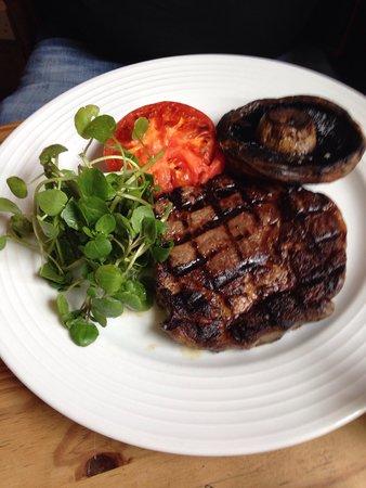 Three Horseshoes Inn : Ribeye steak
